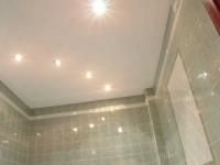 Натяжной потолок в ванной комнате — красивые решения дизайна и особенности применения натяжных потолков